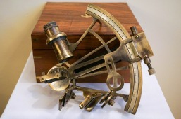 brass-nautical-sextant-692733_1920